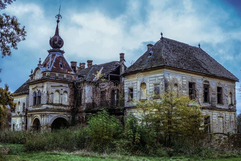 Castelo abandonado Bissingen em Vlajkovac imagens de stock