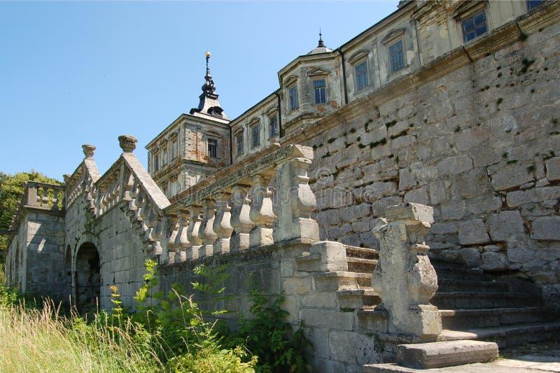 Castelo abandonado velho na região de Lviv, Pidhirtsi, Ucrânia, desde 1635 A vista do pátio traseiro foto de stock