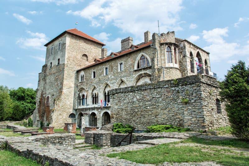 Castelo bonito em Tata, Hungria, tema arquitetónico imagem de stock royalty free