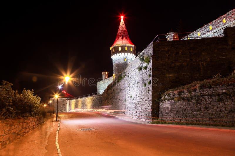 Castelo bonito em um monte da montanha imagens de stock royalty free