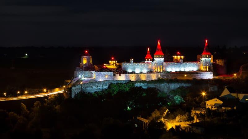 Castelo bonito em um monte da montanha Kamenetz-Podolsk, um do th fotografia de stock
