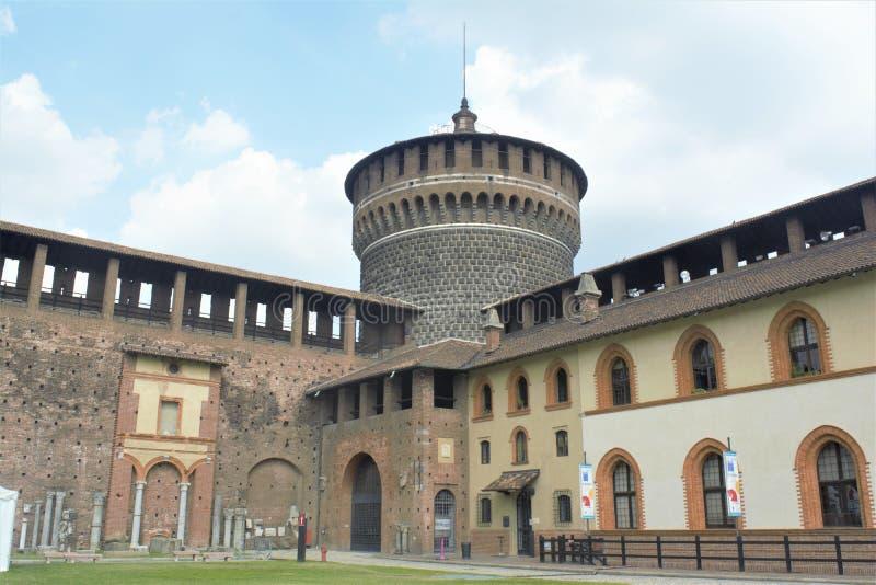 Castelo Castello Sforzesco em Milão imagens de stock