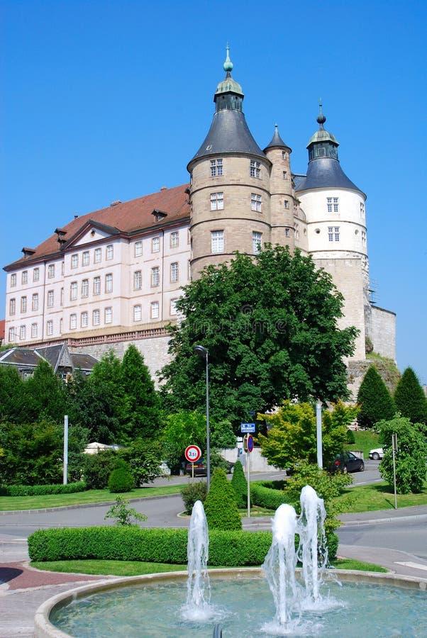 Castelo com fonte fotografia de stock