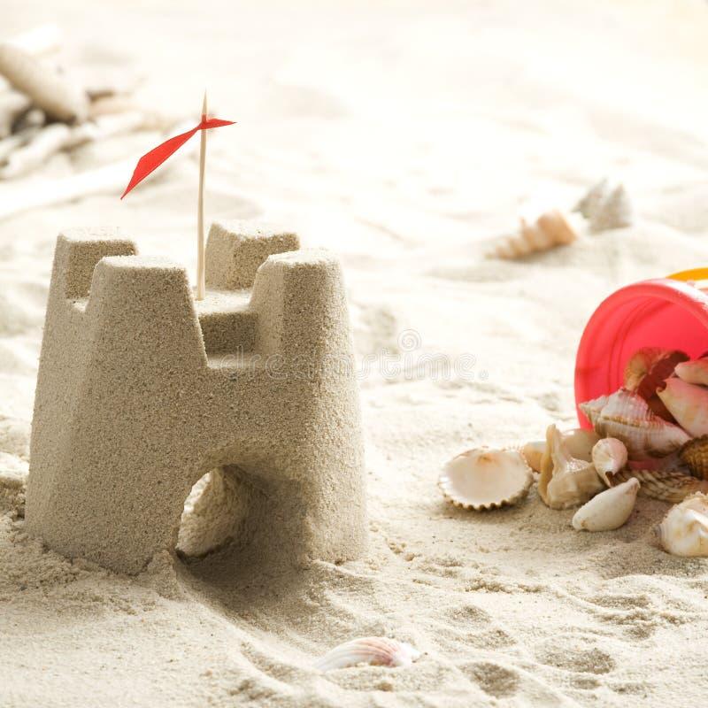 Castelo da areia na praia imagens de stock royalty free