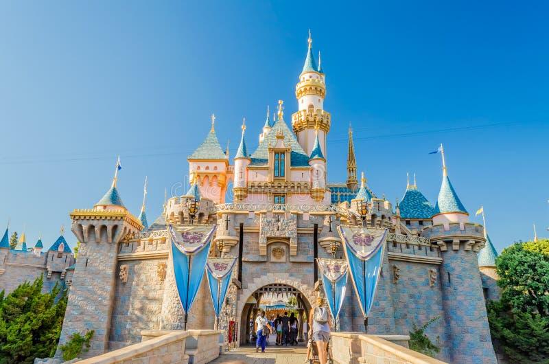 Castelo da Bela Adormecida no parque de Disneylândia imagens de stock royalty free
