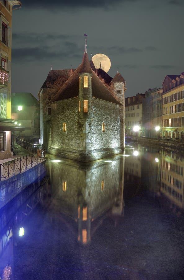 Castelo da noite com lua fotografia de stock