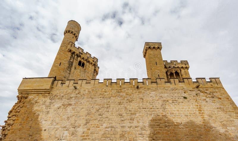 Castelo da opinião inferior de Olite em Navarra, Espanha foto de stock