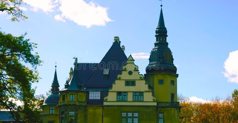 Castelo da parte externa É um castelo medieval construído no século XI e em uma atração turística principal em poland hoje em dia imagens de stock