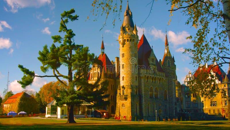 Castelo da parte externa É um castelo medieval construído no século XI e em uma atração turística principal em poland hoje em dia foto de stock royalty free