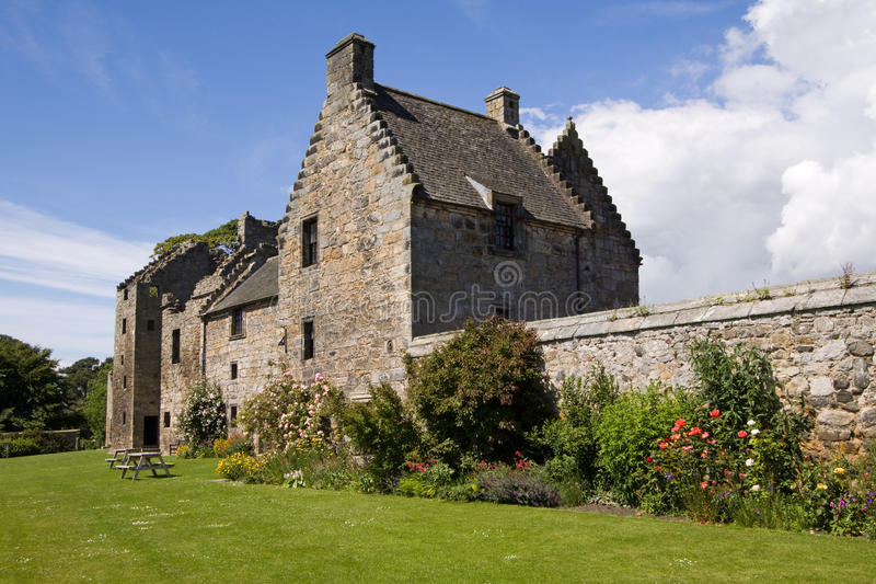 Castelo de Aberdour e jardins, Fife fotografia de stock royalty free