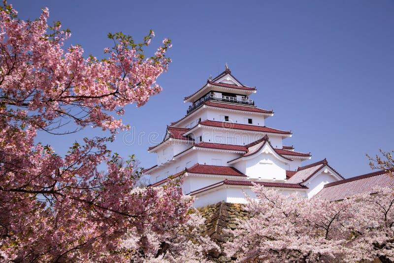 Castelo de Aizuwakamatsu e flor de cereja fotografia de stock