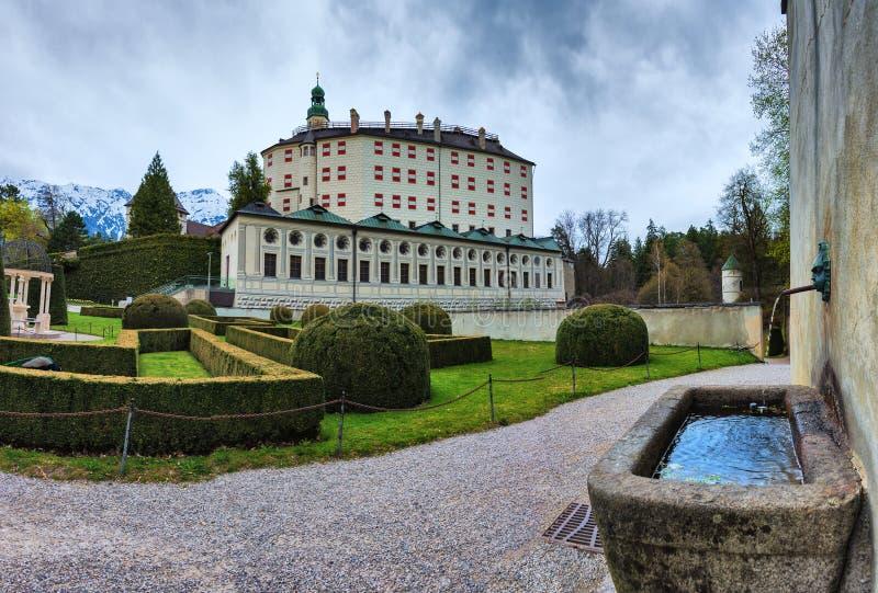 Castelo de Ambras em Innsbruck, Áustria fotografia de stock royalty free