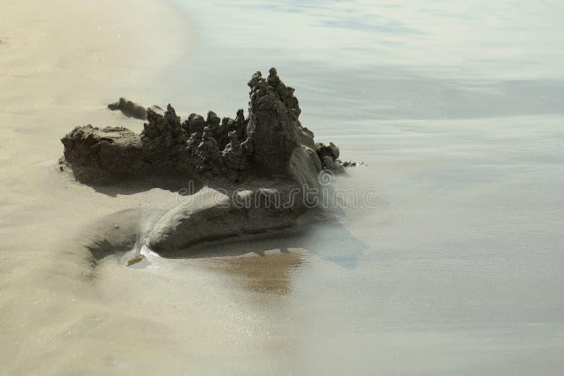 Castelo de areia bonito do gotejamento imagem de stock