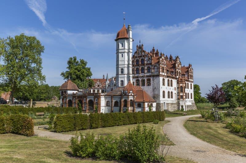 Castelo de Basedow do renascimento com um parque circunvizinho da paisagem em Meclemburgo-Pomerania fotografia de stock royalty free