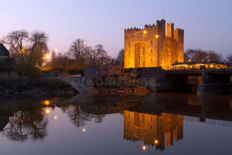 Castelo de Bunratty no crepúsculo imagens de stock