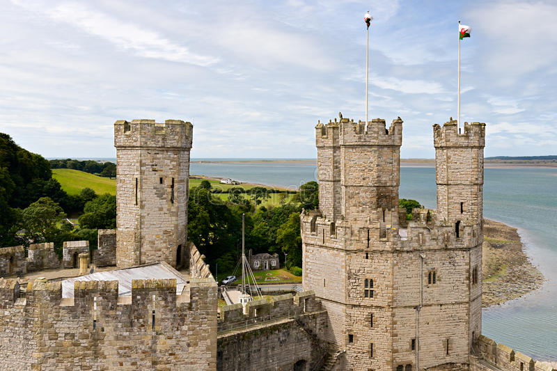 Castelo de Caernarfon em Snowdonia fotos de stock royalty free