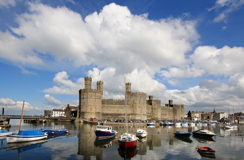 Castelo de Caernarfon, Wales norte imagem de stock royalty free