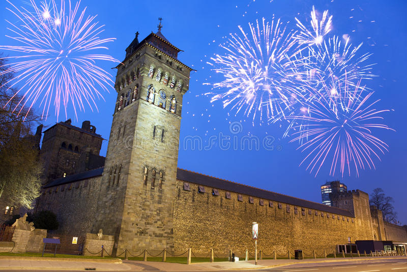 Castelo de Cardiff na noite foto de stock royalty free