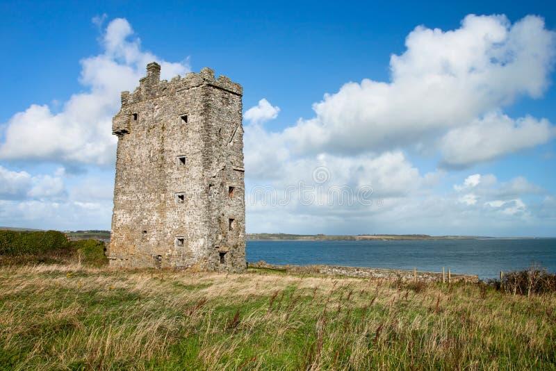 Castelo de Carrigaholt em Ireland. fotos de stock