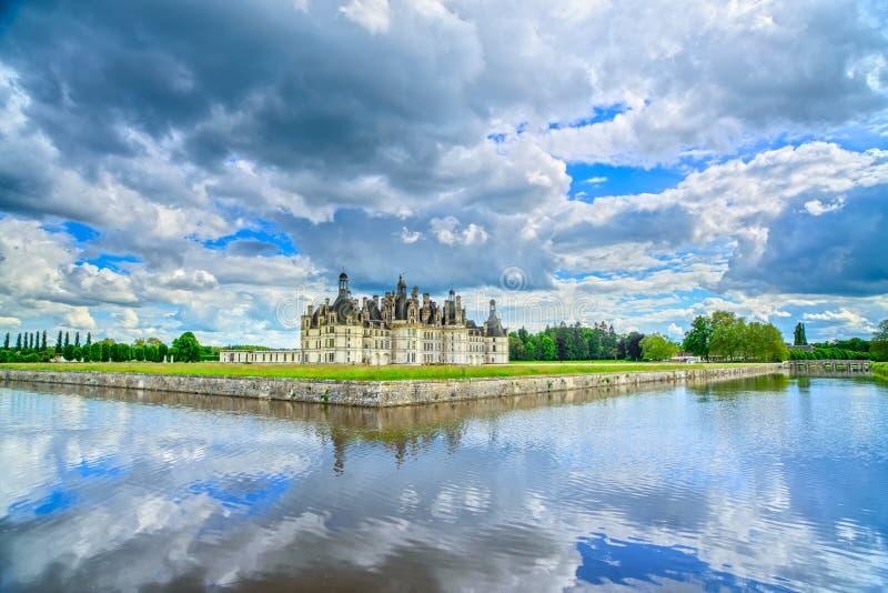 Castelo de Chambord, castelo do Unesco e reflectio franceses medievais fotografia de stock royalty free