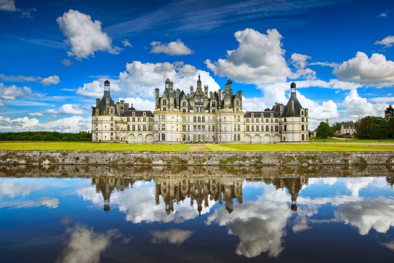 Castelo de Chambord, castelo do Unesco e reflectio franceses medievais imagem de stock