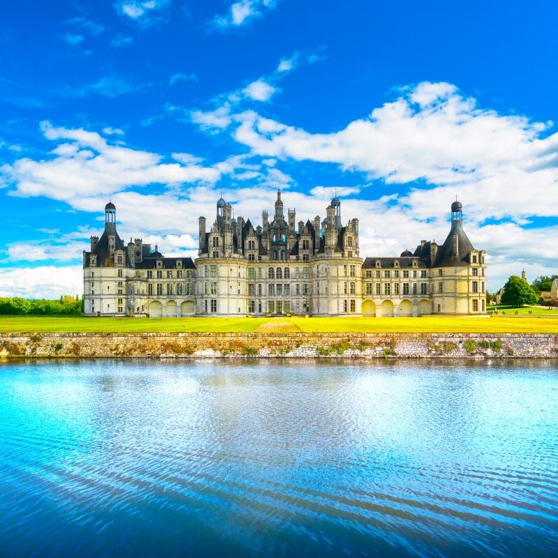 Castelo de Chambord, castelo do Unesco e reflectio franceses medievais foto de stock royalty free