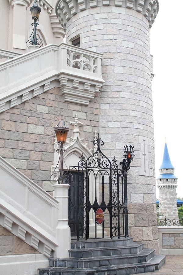 Castelo de Cinderella no reino mágico imagem de stock royalty free