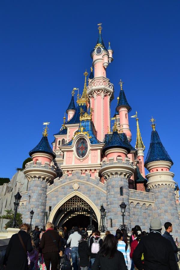 Castelo de Disneylâandia Paris imagem de stock