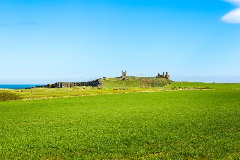Castelo de Dunstanburgh em Northumberland fotos de stock royalty free