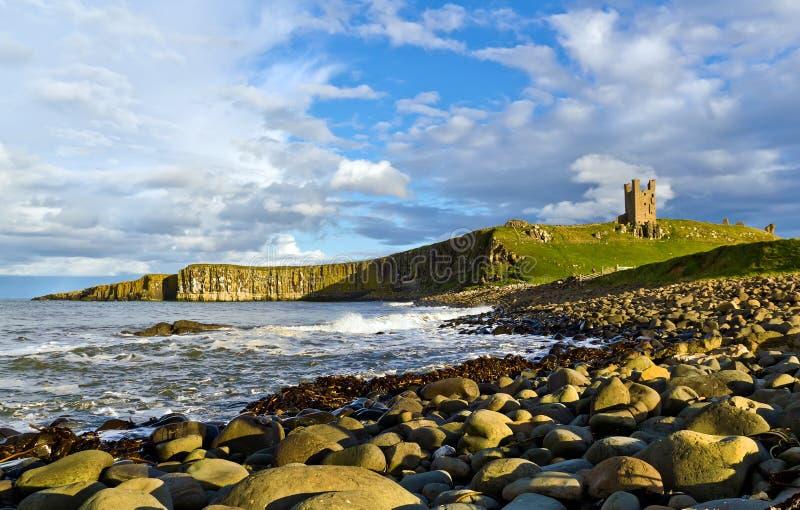 Castelo de Dunstanburgh, Northumberland fotos de stock royalty free