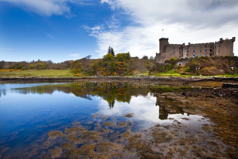 Castelo de Dunvegan na mola adiantada, ilha de Skye fotos de stock