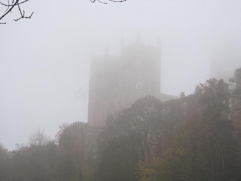 Castelo de Durham na névoa foto de stock royalty free