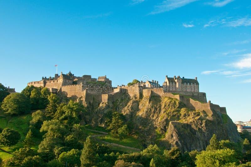 Castelo de Edimburgo em um dia ensolarado do verão desobstruído fotos de stock