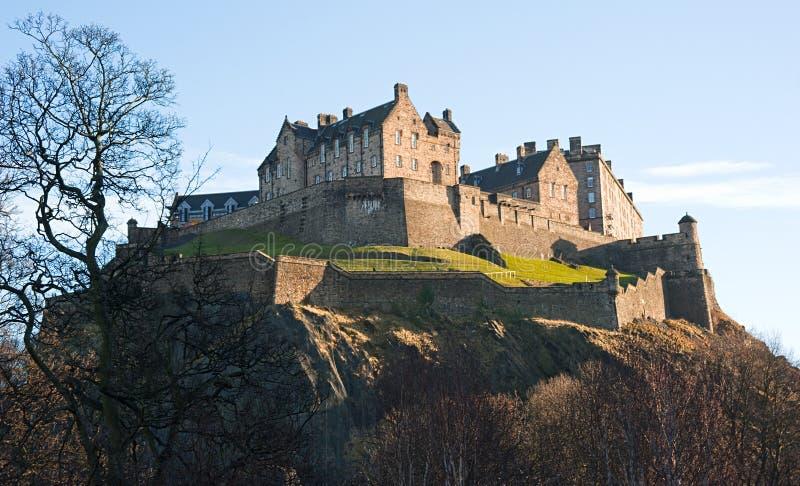 Castelo de Edimburgo no inverno na luz da tarde. imagens de stock royalty free