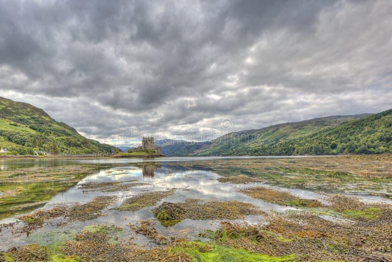 Castelo de Eilean Donan, montanhas, Escócia, Reino Unido fotografia de stock royalty free