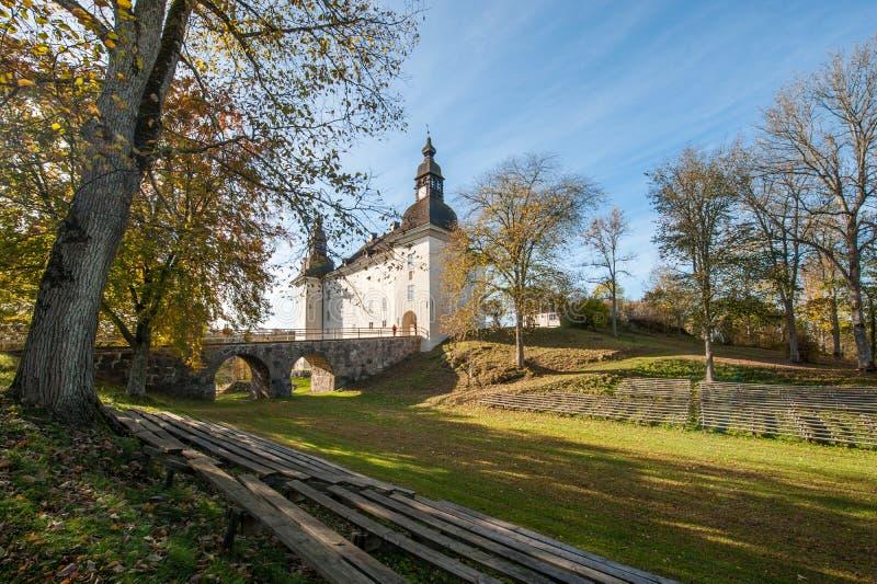Castelo de Ekenäs durante a queda em Ã-stergötland, Suécia fotos de stock