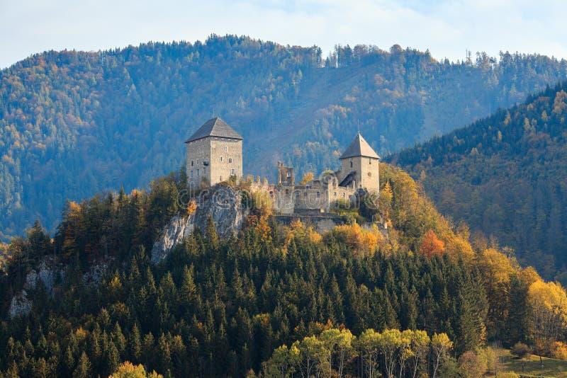 Castelo de Gallenstein, fundado em 1278 A municipalidade de Sankt Gallen, estado de Styria, Áustria imagem de stock royalty free