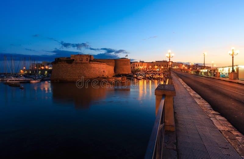 Castelo de Gallipoli da noite, Puglia, Itália fotografia de stock royalty free