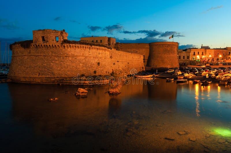 Castelo de Gallipoli da noite, Puglia, Itália foto de stock