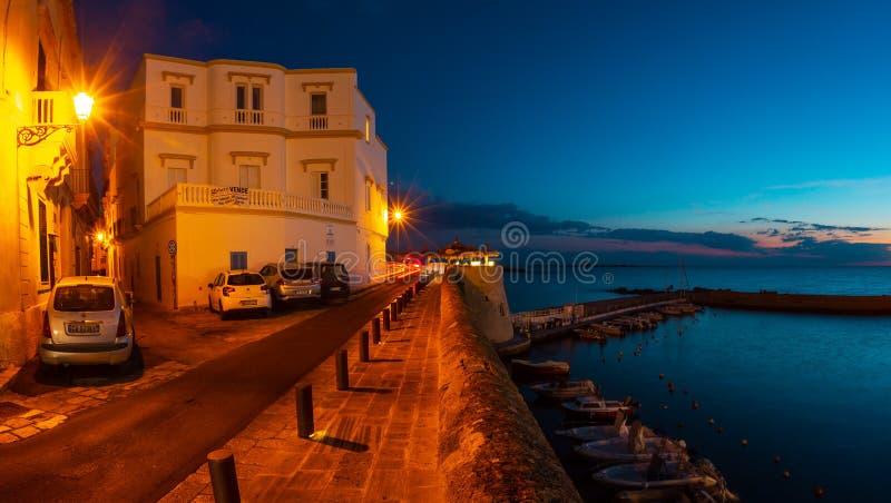 Castelo de Gallipoli da noite, Puglia, Itália fotos de stock