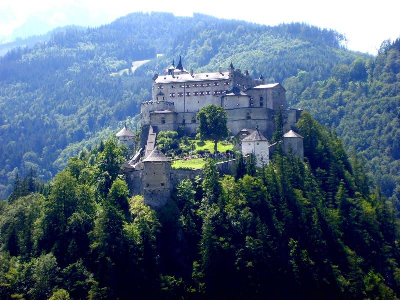 Castelo de Hohenwerfen, castelo medieval da rocha perto de Salzburg, Áustria imagens de stock
