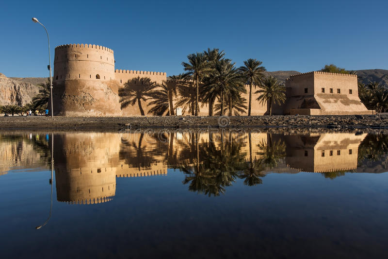 Castelo de Khasab, Omã, Arábia foto de stock