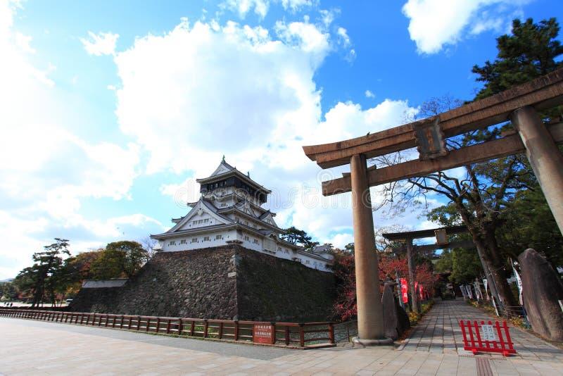 Castelo de Kokura-jo, castelo japonês no parque de Katsuyama em Kitakyush foto de stock