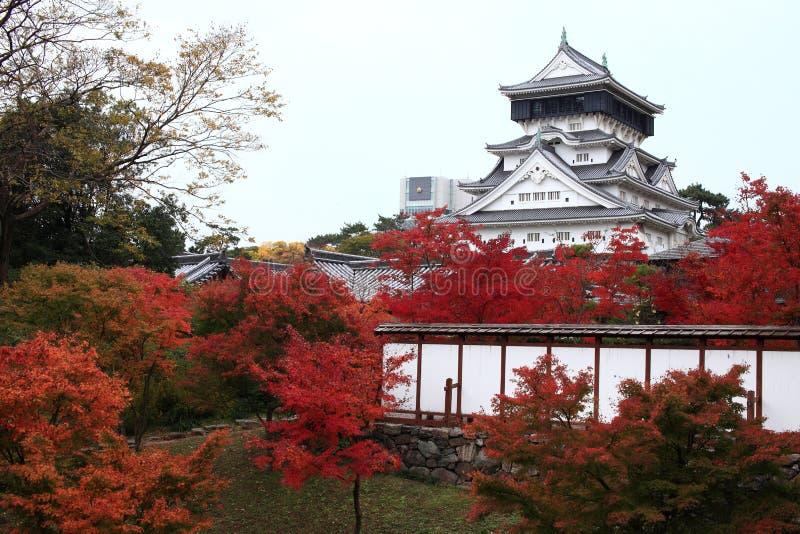 Castelo de Kokura-jo, castelo japonês no parque de Katsuyama em Kitakyush imagens de stock