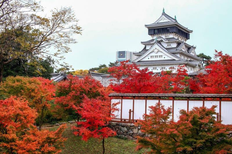 Castelo de Kokura-jo, castelo japonês no parque de Katsuyama em Kitakyush fotos de stock