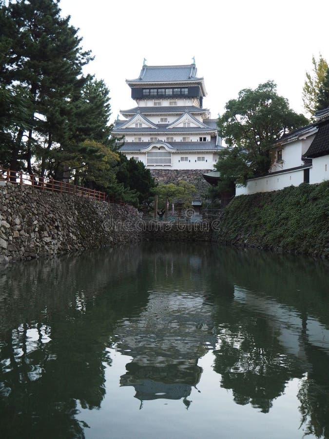 Castelo de Kokura no rio imagens de stock