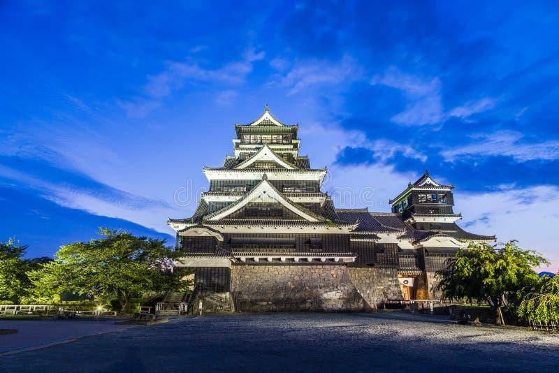 Castelo de Kumamoto na noite em Kumamoto, Kyushu, Japão imagem de stock