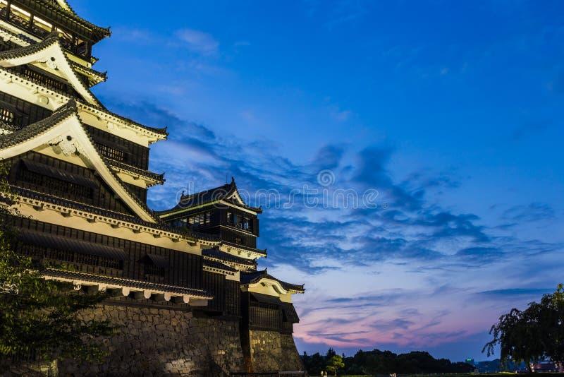 Castelo de Kumamoto na noite em Kumamoto, Kyushu, Japão fotografia de stock