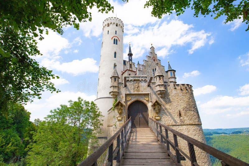 Castelo de Lichtenstein em um dia ensolarado fotos de stock