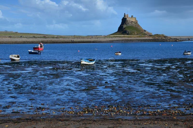 Castelo de Lindisfarne na ilha santamente imagem de stock royalty free